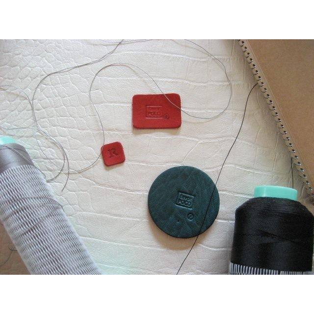 展示会限定でつくることになったSackとSackホルダーの特別配色のために下準備。すでにカワイイ。#favorpoco #aging #紙袋のような革袋