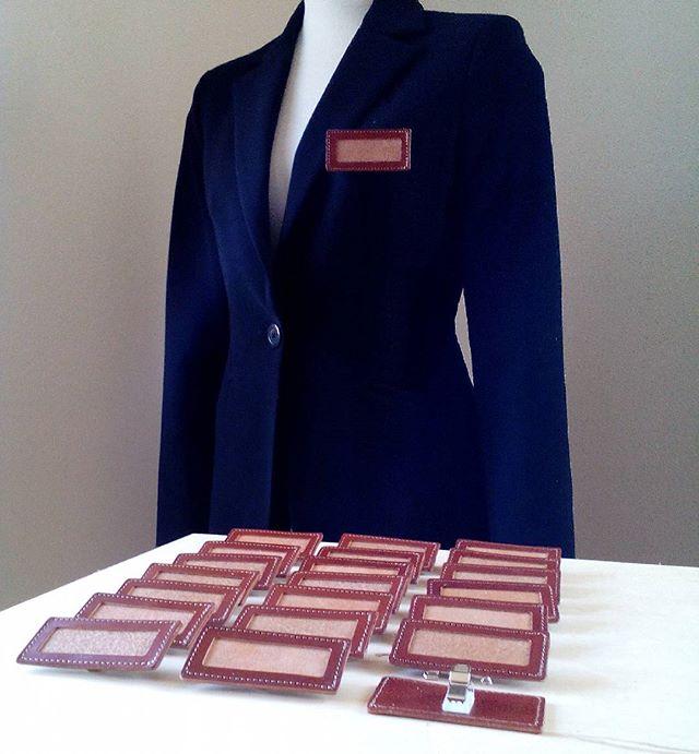 レストラン向けの名札ホルダーを制作#ユニフォーム #Uniform #nameplates #名札 #leather #aging #aginglabo #aginginc #革製ネームプレート入れ #restaurant #レストラン