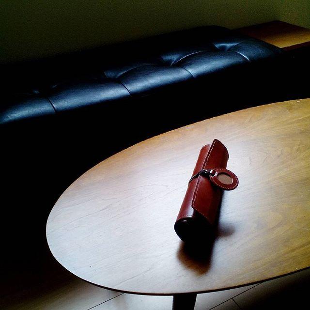 くるくる巻く革のメニュー#aging #aginginc #aginglabo #leather #menubook #menu #wine #dish #restaurant #hotel #bistro #roll #craft #design #designer #japan #tokyo #メニューブック #革 #レザー #エイジング #くるくる巻く革のメニューブック #レストラン #革工芸 #レザー #レザークラフト #leathercraft #craft #design #designer #designs #atelier