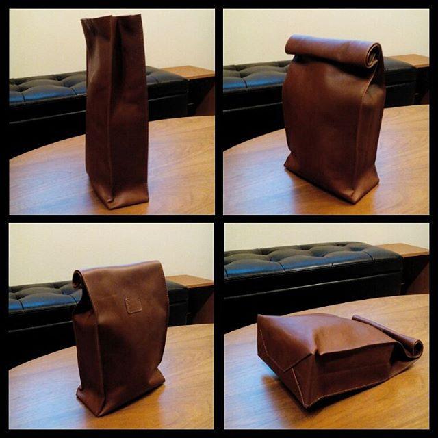 紙袋のような革袋Sackサック:ブラウン#紙袋 #革袋 #ランチバッグ #favorpoco #aging #aginglabo #agingjapan #leather #leatherbags #leatherbag #bag #sholderbag #craft #レザー #レザークラフト #leathercraft #atelier #workspace #leatherwork #leatherworks #fashion #design #designer #エイジング #革 #革小物 #バッグ #lunchbag #紙袋のような革袋 #sack