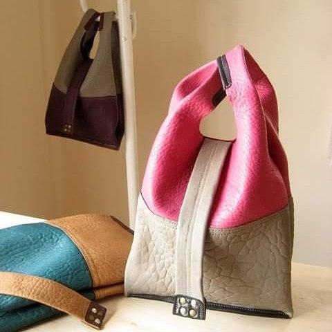 レジ袋のような革袋・ペンデュラムSサイズ 羊の革#bag #leather #aging #aginglabo #favorpoco #leatherwork #leatherbag #fashion #shoppingbag #tokyo #japan #workspace #atelier