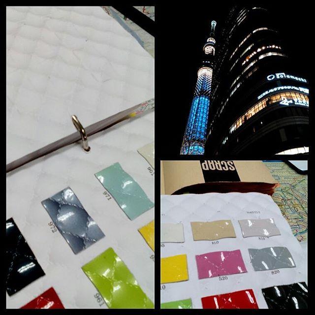 革を11000デシほど仕分けしてきました。型押しもいくつか選んできましたが、厚紙ごとプレスした素敵な革のサンプル帳をみてビックリ。厚紙のエンボスをしたくなりました。この厚紙、売ってほしい。ステッチまで型押しで入っています。星やメロンもありますよ。#aging #aginginc #aginglabo #leather #menubook #menu #dish #restaurant #atelier #workspace #roll #craft #design #designer #japan #tokyo #メニューブック #革 #レザー #エイジング #型押し #レストラン #革工芸 #レザー #レザークラフト #leathercraft #craft #design #designer #designs #型押しレザー #studio #スタジオ