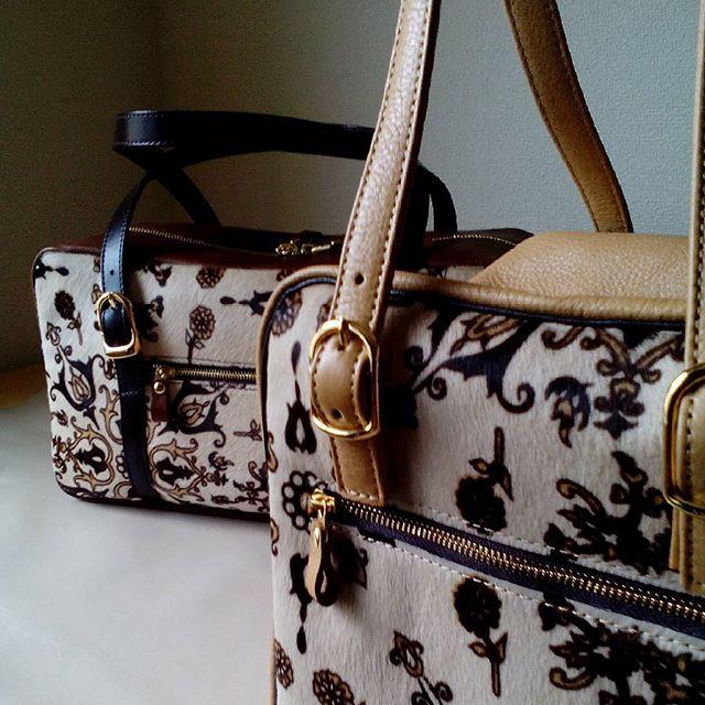 デュ・カリテ お仕立てしたベビーカーフの毛付き革これはイタリアンハラコにキップ革やゴールド金具を合わせた1番贅沢な組み合わせ。#favorpoco #aging #aginglabo #agingjapan #leather #leatherbags #leatherbag #bag #sholderbag #kip #leathercraft #atelier #workspace #leatherwork #leatherworks #fashion #design #designer #エイジング #フェイバーポコ #革 #革小物 #バッグ #ショルダーバッグ #デュカリテCUBE #デュカリテlong #アールヌーボー #ArtNouveau