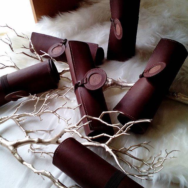 メニューブック、大変お待たせしております。アースレザー焦げ茶、クリスマスディスプレイをすると、素敵なひと時に寄り添う木々や薪のようです。 #leather #menubook #menu #wine #dish #restaurant #hotel #bistro #roll #craft #design #designer #japan #tokyo #メニューブック #革 #レザー #エイジング #くるくる巻く革のメニューブック #レストラン #革工芸 #レザー #レザークラフト #leathercraft #craft #design #designer #designs #焼き印