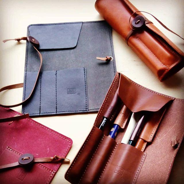 ロールペンケースMINI @favorpoco のロングセラーです。人気のジェノバオレンジ、ストアに入荷しました。#favorpoco #aging #aginglabo #leather #leathercraft #craf #bag #leathercraft #leatherwork #leatherworks #fashion #design #designer #rollpencase #ミシン #革 #革小物 #バッグ #財布 #cardcase #ペンケース #ロールペンケース #pencase #レザー #レザークラフト #文具 #文房具 #stationery 21:32