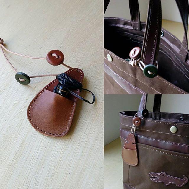 アニマルトートにコードキャッチをセットしてギフトに。#帆布 #アニマル #aginglabo #agingjapan #leather #leatherbags #leatherbag #bag #sholderbag #kip #leathercraft #atelier #workspace #leatherwork #leatherworks #fashion #design #designer #ワニ #革 #革小物 #バッグ #ショルダーバッグ #トート#totebag #トートバック 2:25