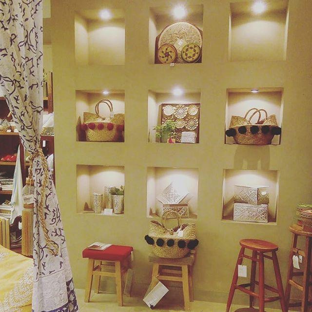 久々に私の部屋自由が丘店へ。ディスプレイがいつも素敵です。丸の内店では比較的最近に展示会をさせていただきましたが、自由が丘はJCollectionがある頃でした。アトリエは、この本店に近いのでちょくちょく伺っています。#私の部屋自由が丘店 #私の部屋 #自由が丘 #インテリア #interior