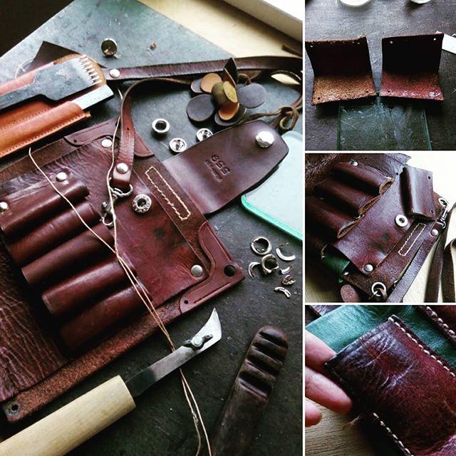 vitam-ago シザーケースに関しては、職人ではなく内藤が作家として自分の手で作りはじめたため、修理も創作の延長であるとご理解いただいた上でご提案し、手を入れていきます。はさみを5丁収納できるようにホルダーパーツを追加して、ベルト着脱部の補強も、袴を同じ革で制作して貼り付け、手縫いで合わせていきます。ホツレも一緒の糸で。#scissorscase #scissorcase #シザーケース #beautician #美容室 #美容師 #leather #leatherbag #toolcase #uniform #bag #aging #aging_inc #favorpoco #aging_labo #menubook #エイジング #革製品 #革小物 #革 #craft #leathercraft #レザー #バッグ #epron #エプロン #ベルト #design #desighner #店舗デザイン 16:24