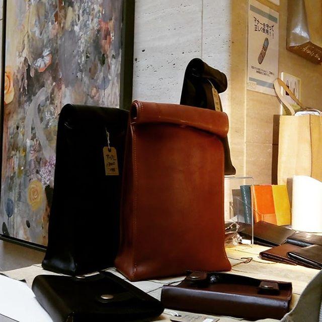 聖路加国際病院での販売が終わりました。すでにエイジング製品をお持ちの方がいらして驚きました。施設内催事のような直販イベントは、二年前のこの聖路加が初めてで、今回は二年ぶり。あとはエキュート東京です。発見が多くて勉強になります#favorpoco #aging #aginglabo  #leather #leatherbags #leatherbag #bag #sholderbag  #leathercraft #atelier #leatherwork #leatherworks #fashion #design #designer #エイジング  #革 #革小物 #バッグ #ショルダーバッグ #exhivition #popupshop #leathergoods #present  #聖路加国際病院